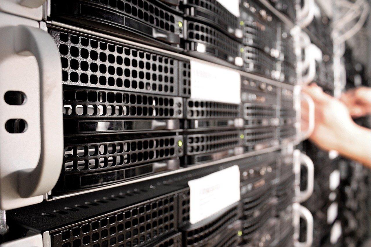 База персональних даних: первинний збір інформації і формування бази даних, її купівля-продаж і узаконення