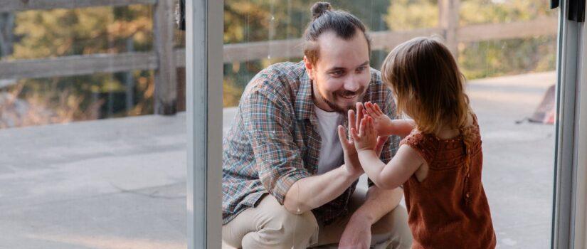 Сімейні конфлікти та медіація у сімейних спорах щодо розлучення та виховання дітей.