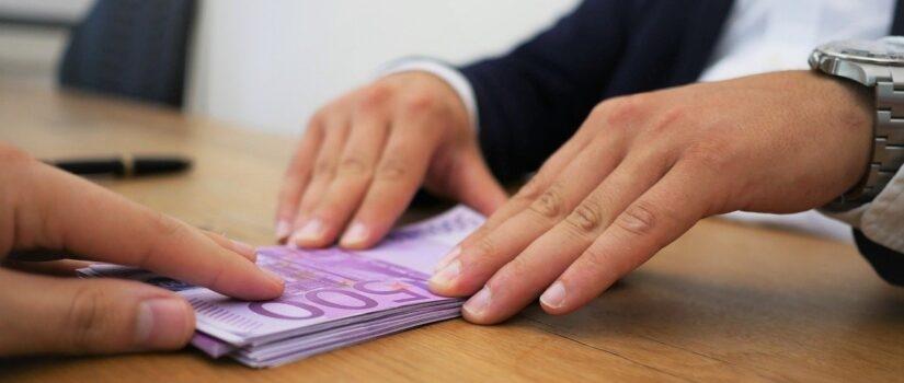 Блокування операцій банками, замороження коштів на особистих рахунках і фінмоніторинг. Як не допустити блокування грошових переказів і фінансових операцій? Скрипт дій від Legal Support.